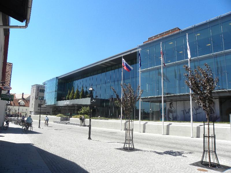 Shopping center Globus, Kranj