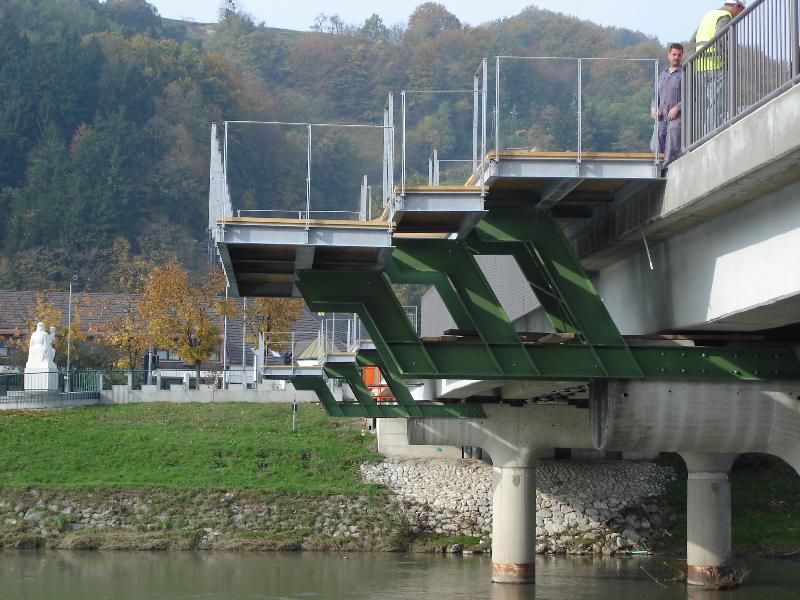 Viewpoint consoles on the bridge, Laško